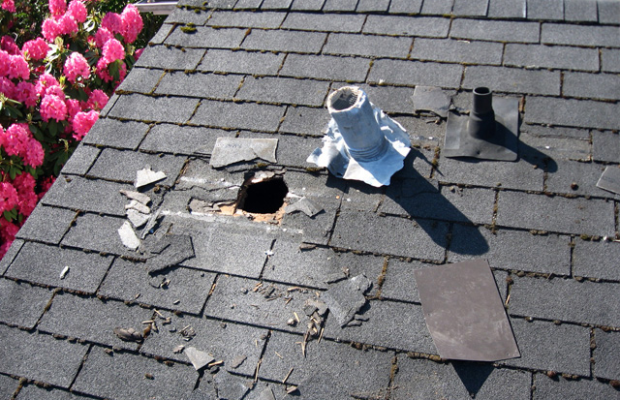 Emergency roof repair important tips to deal with emergency roof damage wall ebuilders - Important tips roof maintenance ...